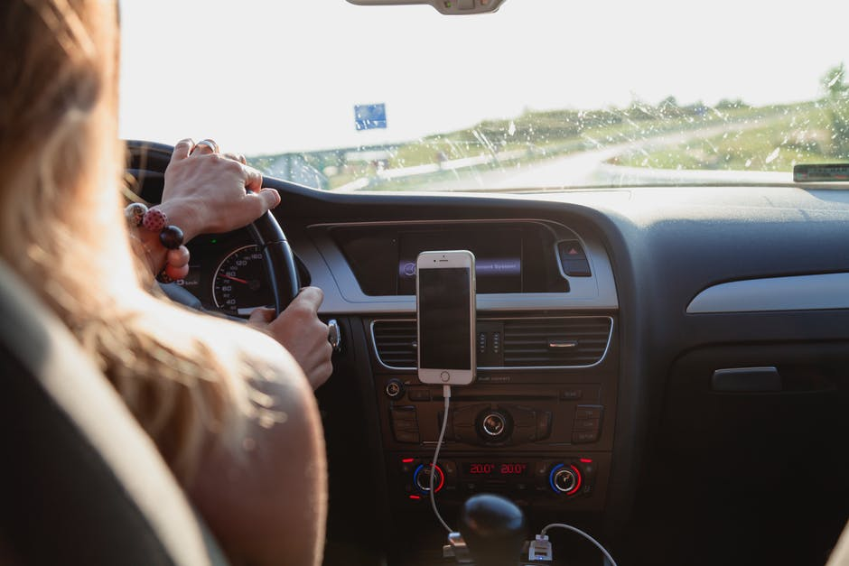 Permis en ligne : peut-on vraiment apprendre à conduire sur Internet ?